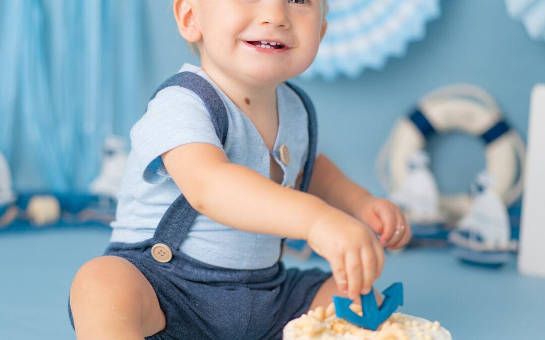 CakeSmash – sesja urodzinowa z tortem
